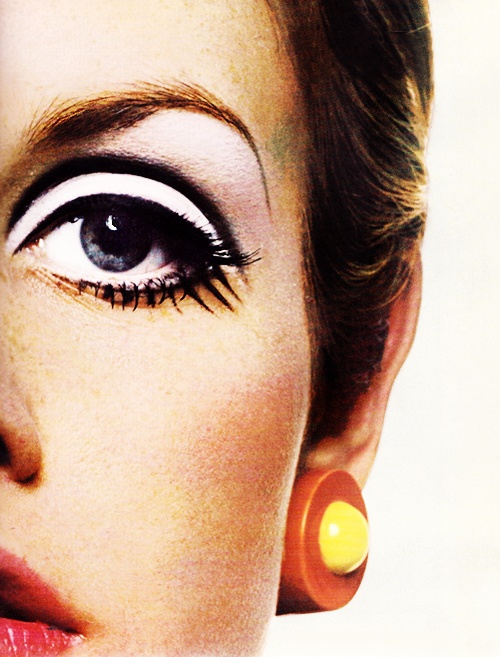 Twiggy photographed by Richard Avedon, 1967.